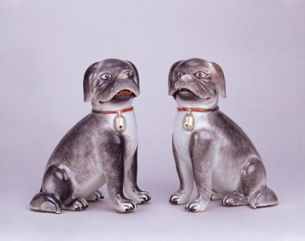 A PAIR OF FINE COMPAGNIE-DES-INDES FIGURES OF DOGS, Qianlong (1736 - 1795)