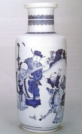 A BLUE AND WHITE ROULEAU VASE, Kangxi (1662 - 1722)