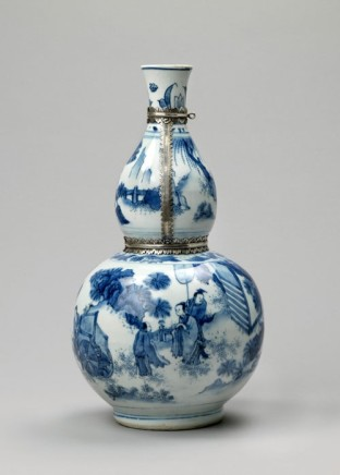 A FINE TALL CHINESE BLUE AND WHITE TRANSITIONAL SILVER-MOUNTED DOUBLE GOURD VASE, : Transitional ca 1650