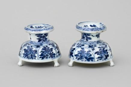 A PAIR OF CHINESE SALT CELLARS, 康熙年间 (1662 – 1722)