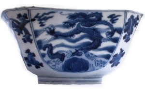 A FINE CHINESE BLUE AND WHITE BOWL, Kangxi (1662-1722)