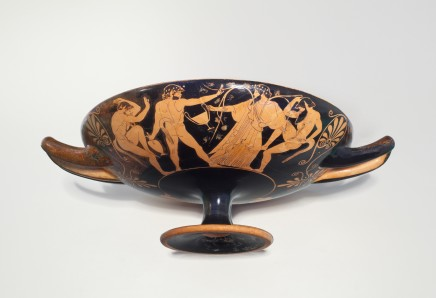 Greek kylix with Bacchic scenes Athens, attributed to the Oedipus Painter (Simon), 470-460 BC Pottery Height 10.5cm, diameter 34cm