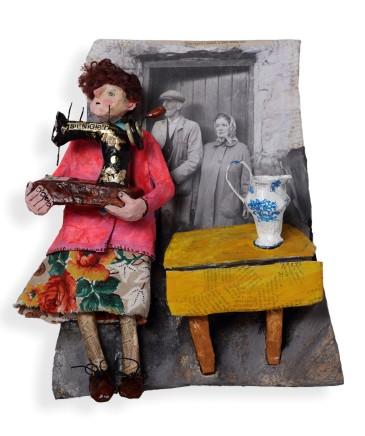 Luned Rhys Parri, Peiriant Gwnïo a Jwg / Sewing Machine and Jug