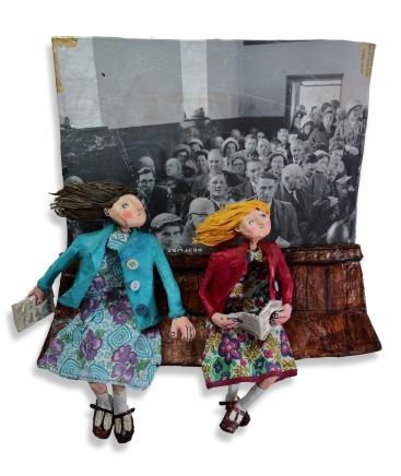 Luned Rhys Parri, Dwy Ferch Ifanc yn y Capel / Two Young Girls in Chapel
