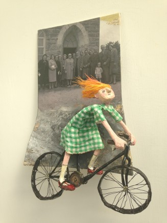 Luned Rhys Parri, Merch ar ei Beic / Girl on her Bicycle