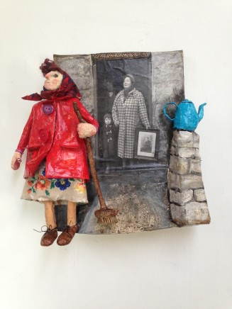 Luned Rhys Parri, Cot Goch a Thepot Glas / Red Coat and Blue Teapot