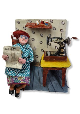 Luned Rhys Parri, Peiriant Gwnïo a Bwrdd Bach Melyn / Sewing Machine and Small Yellow Table
