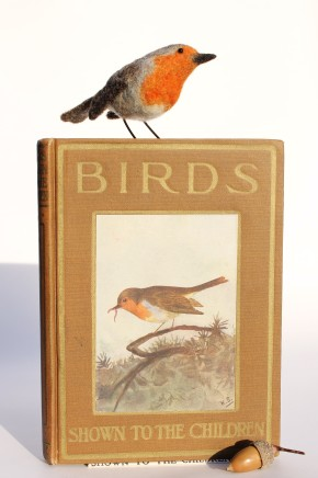 Dinny Pocock Bird Book - Robin Needle-felted wool and vintage book 21.5 cm