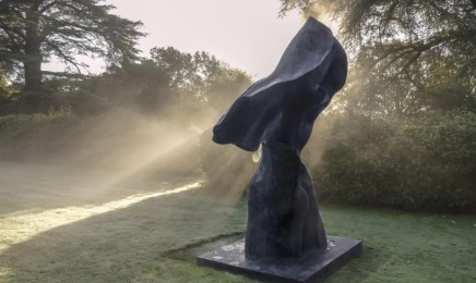 Helaine Blumenfeld Ascent Patinated bronze Height: 350cm