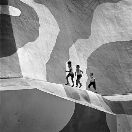 Leo K. K. Wong, Running up Slope, 1970