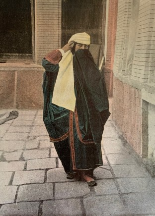 Antoin Sevruguin, Persane en costume de ville, 1897
