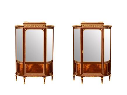 François Linke, Matching pair of vitrine in mahogany veneer, glass, gilt bronze, end of 19th century/beginning of 20th century
