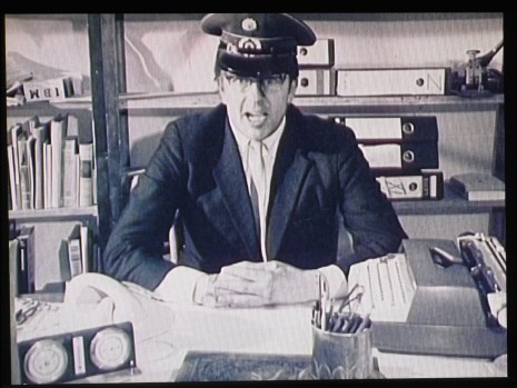 <b>Felix Gmelin</b><br /><i>Manifesto</i>, 2010-11<br />One channel video with sound<br />Duration: 8'06'' min.<br />(AG.FG.11.7174)