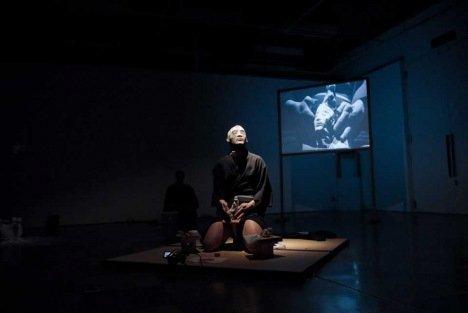 Meiro Koizumi, Melodrama For Men #3, 2010, Performance. Courtesy of Meiro Koizumi and Annet Gelink Gallery, Amsterdam.