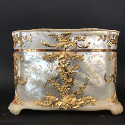 Small mother of pearl gold-mounted casket, Germany, 18th century