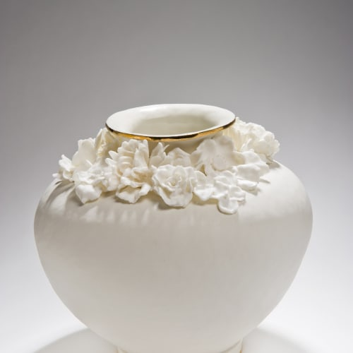Amy Hughes  Forget Me Not Series (Large Round), 2015  Hand built grogged body, transparent glaze with 22 carat gold lustre, parian cast flower additions  25 x 28 cm 9 7/8 x 11 1/8 in.