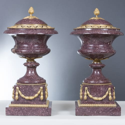 Fine pair of porphyry and gilt-bronze mounted vases with lids Northern Europe and France, 19th century Gilt bronze, porphyry H. 43 cm / Diam. 28.5