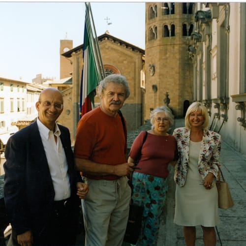 © Maggiore g.a.m. | From left Franco Calarota, Mel Ramos, Leta Ramos, Roberta Calarota in Orvieto, summer 2001