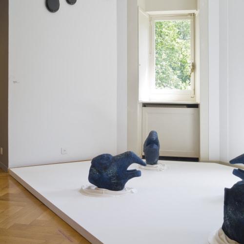 Installation view, Avant Demain, 2020, Château de Penthes, Pregny-Chambésy, Switzerland Ph. by ©Claude Cortinovis Augustes, 2013 7 sculptures, papier-mâché, latex, glass marble, pigment, silk 43 x 57 x 45 cm each