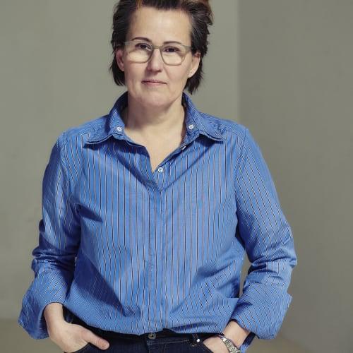 Portrait by Carli Hermès