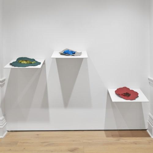 Lili Dujourie, Epigramme 1, 2008. Metal, baked clay, 148.5 x 33 x 29.5 cm. Photo by Kleinefenn @ifrance.