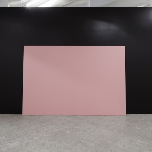 Lili Dujourie. 'Amerikaans imperialisme (American Imperialism)', 1972/2020. Installation view at KOHTA