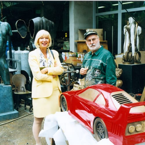 © Maggiore g.a.m. | Roberta Calarota and Arman during the making of Rampante by Arman, 1999.