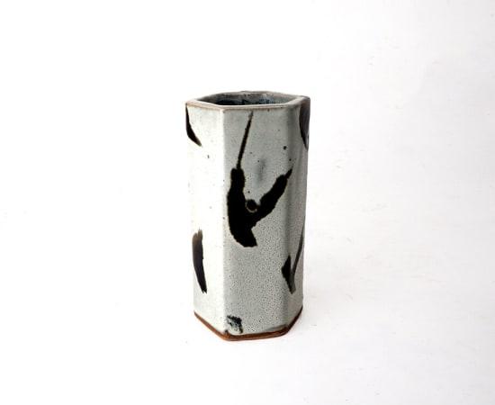 Hamada Shoji 濱田庄司, Hexagonal Black and White Vase 白釉黒流掛花生