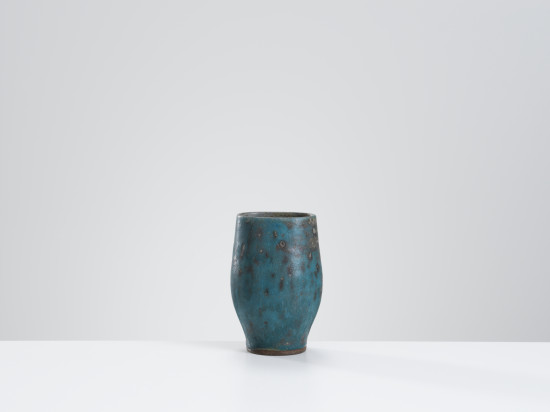 <span class=&#34;artist&#34;><strong>Lucie Rie</strong><span class=&#34;artist_comma&#34;>, </span></span><span class=&#34;title&#34;>Vase with mottled turquoise & grey glaze </span>