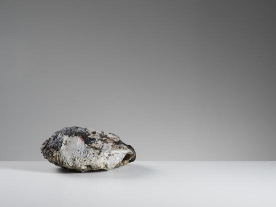 <span class=&#34;artist&#34;><strong>Ewen Henderson</strong><span class=&#34;artist_comma&#34;>, </span></span><span class=&#34;title&#34;>Enclosed Form<span class=&#34;title_comma&#34;>, </span></span><span class=&#34;year&#34;>c1999</span>