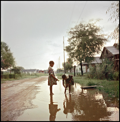Gordon Parks Untitled, Alabama, 1956 Archival Pigment Print 40.6 x 50.8 cm, 16 x 20 ins, paper size 57.6 x 57.1 cm, 22 5/8 x 22 1/2 ins, framed Edition of 15 Printed in 2015