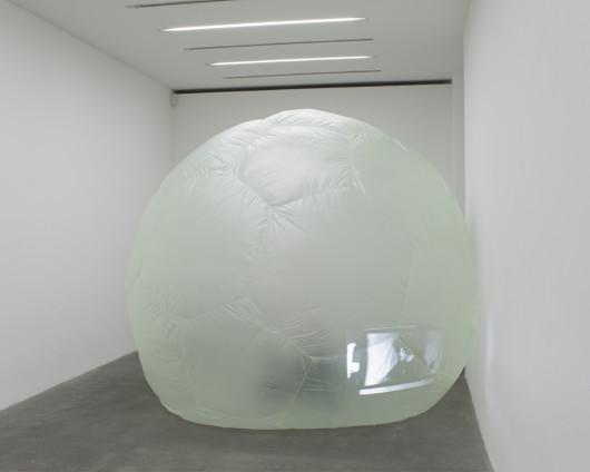Ian Kiaer Endnote, ping (de Bretteville), 2019 Plastic, fan, mini-projector, speaker Dimensions variable Inflatable: 184 x 230 x 350 cm, 72 1/2 x 90 1/2 x 137 3/4 ins