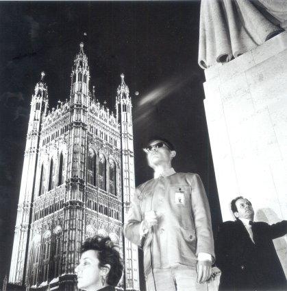 Tseng Kwong Chi, London, England (Westminster w Kim & RF), 1983