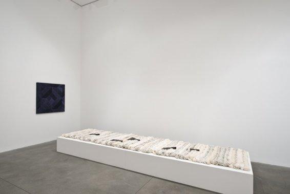 Sheila Hicks Pêcher dans la Rivière, 2012/13 Linen and 5 iron 'foines' 117 components Overall dimensions: 470 x 120 x 40 cm / 185 1/8 x 47 1/4 x 15 3/4 ins Each component: 98 cm / 38 5/8 ins