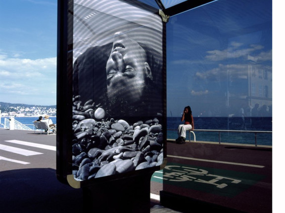 Le monde appartient à ceux qui se levent tôt / Promenade des Anglais, Nice, 2002 (2010 print)