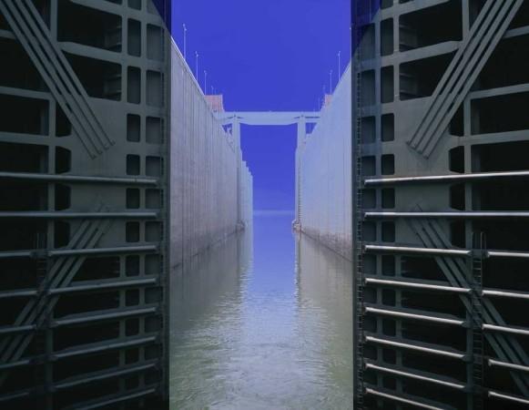 Catherine Yass, Lock (opening) 2, 2007