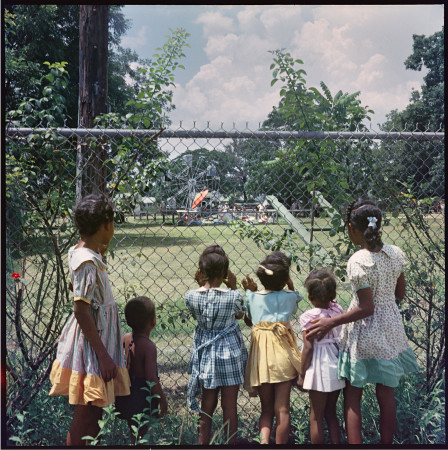 Gordon Parks, Outside Looking In, Mobile, Alabama, 1956