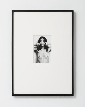 Hannah Wilke, S.O.S. Starification Object Series, 1974