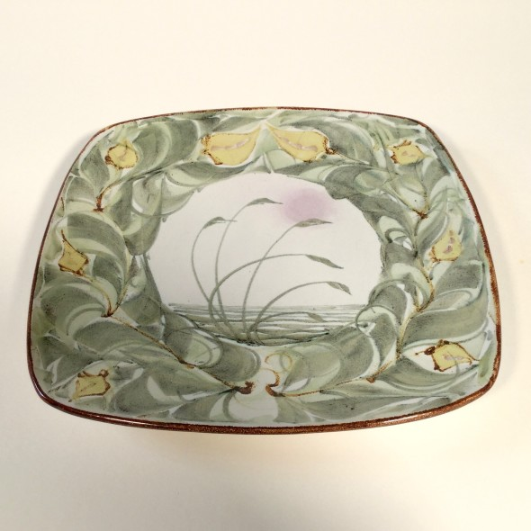 <span class=%22title%22>An Aldermaston Pottery square plate with a central reed design and a floral border<span class=%22title_comma%22>, </span></span><span class=%22year%22>1979</span>