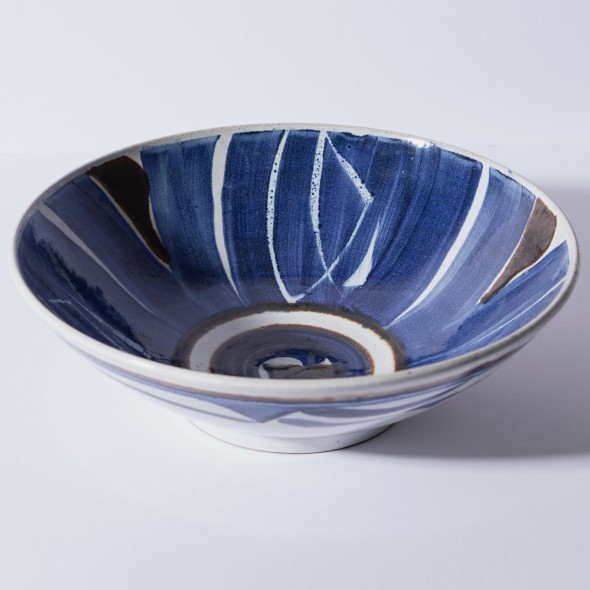 <span class=%22title%22>An Aldermaston Pottery open bowl<span class=%22title_comma%22>, </span></span><span class=%22year%22>1990</span>
