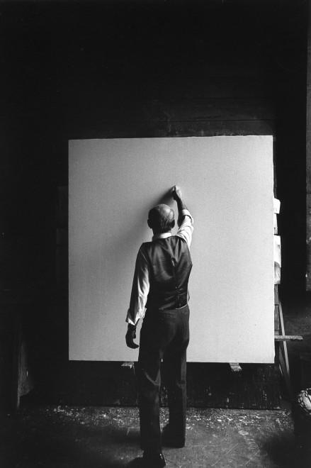 "<span class=""artist""><strong>Ugo Mulas</strong></span>, <span class=""title""><em>Lucio Fontana, L'Attesa, Milano (3)</em>, 1964–2019</span>"