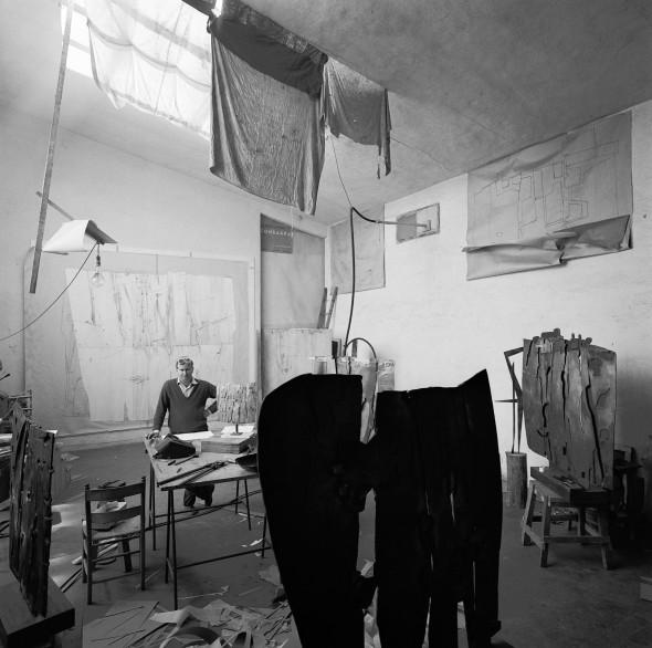 """<span class=""""artist""""><strong>Ugo Mulas</strong></span>, <span class=""""title""""><em>Pietro Consagra</em>, 1962</span>"""