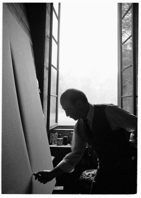 "<span class=""artist""><strong>Ugo Mulas</strong></span>, <span class=""title""><em>Lucio Fontana, L'Attesa, Milano (5)</em>, 1964-2019</span>"
