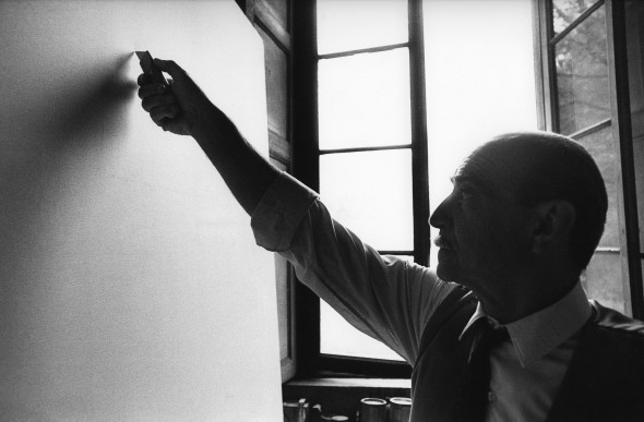 "<span class=""artist""><strong>Ugo Mulas</strong></span>, <span class=""title""><em>Lucio Fontana, L'Attesa, Milano (4)</em>, 1964-2019</span>"