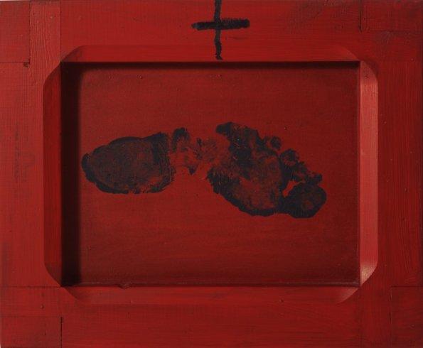 "<span class=""artist""><strong>Antoni Tàpies</strong></span>, <span class=""title""><em>Petjada sobre vermell / Footprint on Red</em>, 2000</span>"