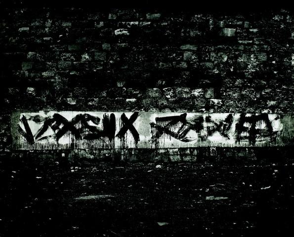"""<span class=""""artist""""><strong>Brassaï</strong></span>, <span class=""""title""""><em>Graffiti de la série II, Le langage du mur</em>, 1940</span>"""