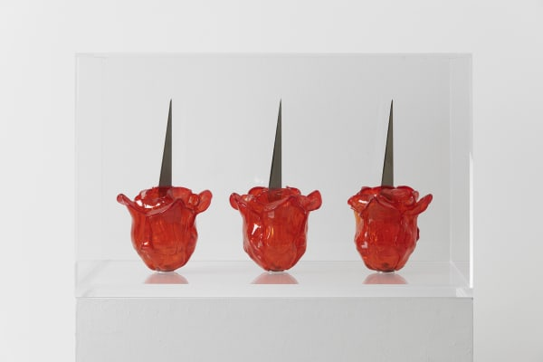 Renate BERTLMANN 1943 -Venice Rose, 2019 3 glass roses with metal knifes and stems Variable dimensions