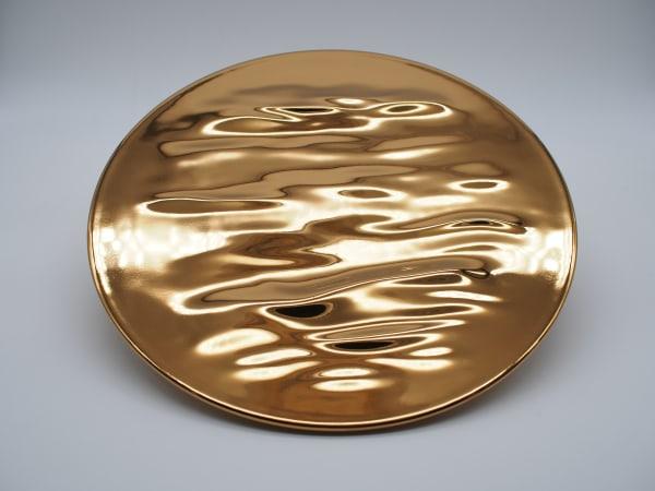 blazende bries gouden plaat, golfplaat, porseleinen plaat, chinese porseleinen plaat, keramische gouden plaat, eigentijdse plaat, kunstplaat, gouden plaat, porseleinen gouden plaat, chinese keramische plaat, japanse keramische plaat, chinees fijn porselein, japans fijn porselein, porseleinen kunst , keramische kunst, hedendaagse keramiek, hedendaags porselein, chinees porselein, jingdezhen porselein, eierschaalporselein, ran xiangfei, fijn porselein, hedendaags porselein, chinees porselein, art thema heyi, galerie voor hedendaagse kunst brussel, galerie voor brusselse kunst