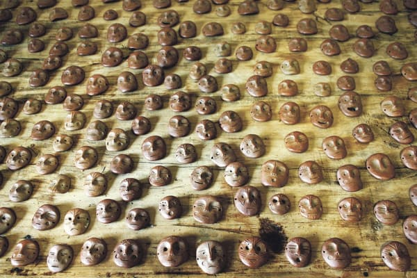 Thais Mather, 200,000, 2017, ceramic masks