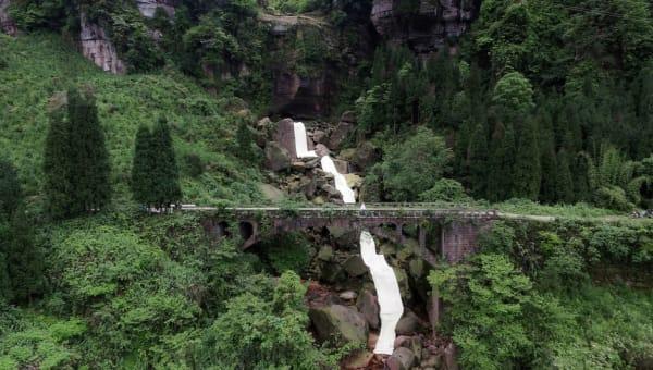 Bingyi: Emei Waterfall